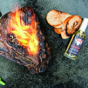 Smokin´BBQ Tanja Gabriel FLAMING STUFF rauchiger Flambierwhisky 60% VOL 50 ml. ie besonders rauchige Whiskynote für Ihr Grillgut. - Peter Affenzeller